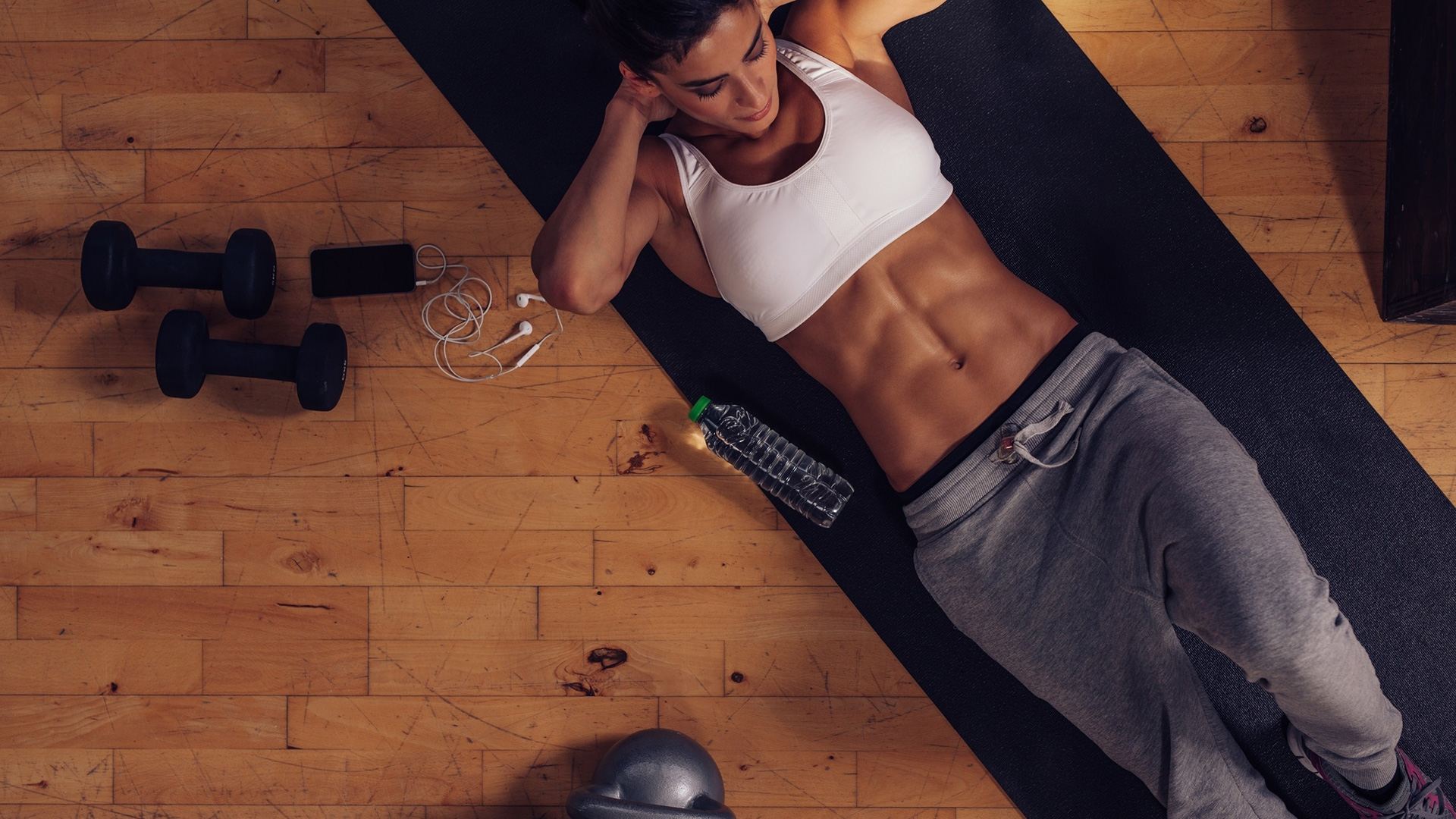 Abs training on a yoga mat